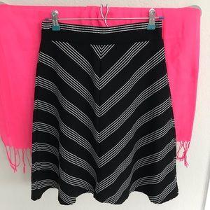 Joe B Black and white patterned skirt